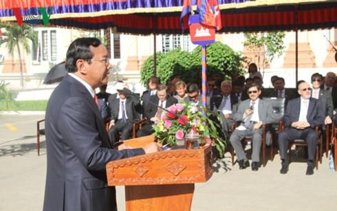 Célébration du 50e anniversaire de l'ASEAN au Cambodge et au Laos - ảnh 1