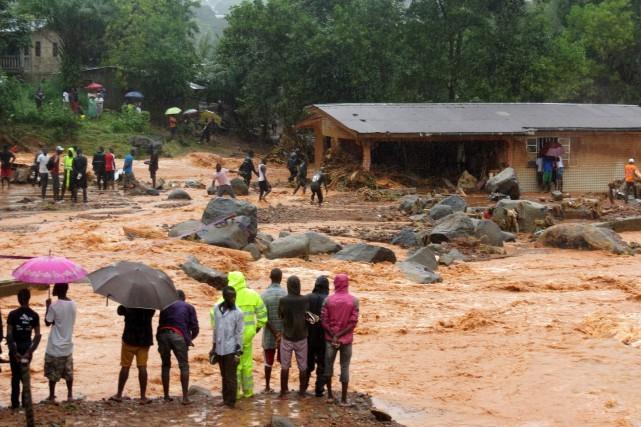 Plus de 300 morts en Sierra Leone après des pluies diluviennes - ảnh 1