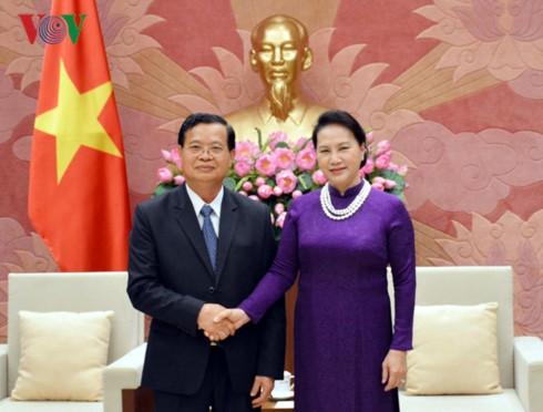 Nguyen Thi Kim Ngan reçoit une délégation du comité laotien de paix et de solidarité - ảnh 1