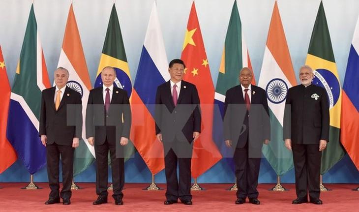 Sommet des BRICS : la Chine tente de maintenir le groupe des nouvelles économies à flot - ảnh 1