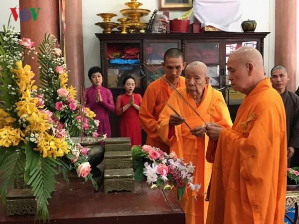 Bouddhisme: La fête du pardon des Trépassés célébrée au Vietnam - ảnh 1