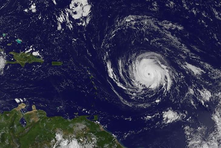 L'ouragan Irma est passé en catégorie maximale et menace les Caraïbes - ảnh 1