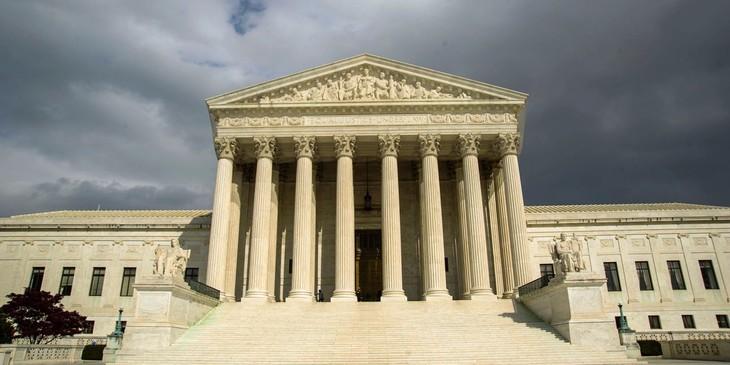 La Cour suprême maintient en place l'interdiction d'entrée des réfugiés aux Etats-Unis - ảnh 1