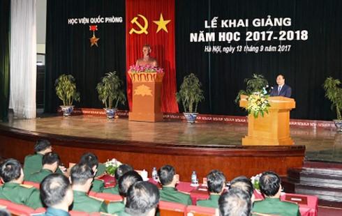 Nguyen Xuan Phuc à la rentrée scolaire de l'Académie de la Défense - ảnh 1