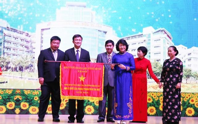 Dang Thi Ngoc Thinh au 20ème anniversaire de l'université Ton Duc Thang - ảnh 1
