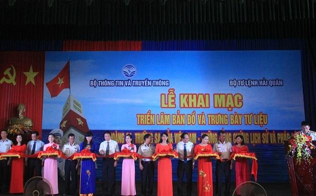 Exposition «Hoàng Sa, Truong Sa - les preuves historiques et juridiques» dans la 3ème zone navale  - ảnh 1