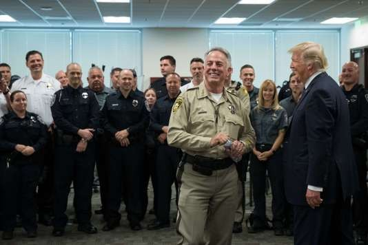 Donald Trump à Las Vegas pour rencontrer les victimes - ảnh 1
