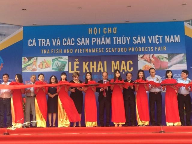 Vernissage du salon des pangas et des produits de la pêche 2017 - ảnh 1