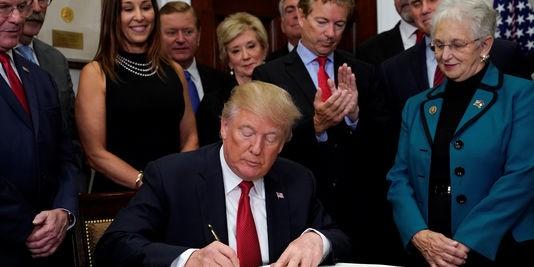 décret signe par trump