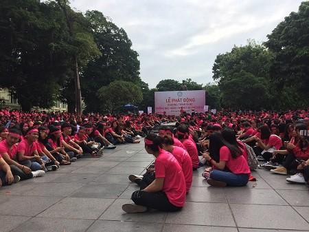 Une marche pour dire « NON » aux violences faites aux femmes - ảnh 1