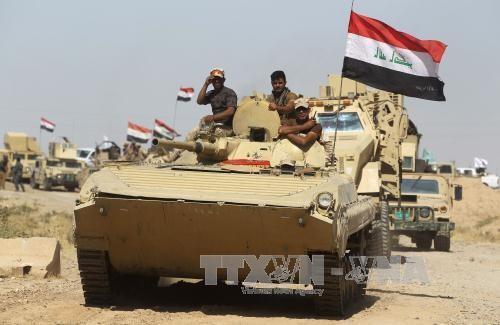 L'Irak lance l'assaut contre le dernier bastion de l'EI et avance dans le nord face aux Kurdes - ảnh 1