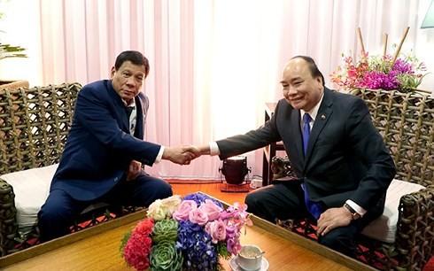Nguyen Xuan Phuc rencontre le Premier ministre russe et le président philippin - ảnh 2