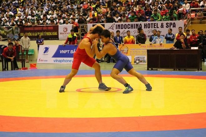 Ouverture du championnat de lutte traditionnelle et libre d'Asie du Sud-Est - ảnh 1