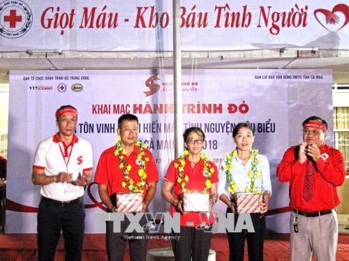 La Journée mondiale des donneurs de sang célébrée avec faste au Vietnam - ảnh 1
