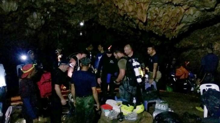 Thaïlande: quatre autres enfants ont été ramenés sains et saufs à la surface - ảnh 1