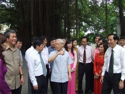 អគ្គលេខា Nguyen Phu Trong មកទស្សនានិងបំពេញការងារជាមួយការសែត Nhan Dan - ảnh 1