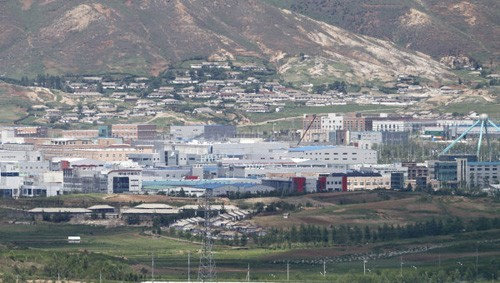 ប្រទេសកូរ៉េទាំង ២ ទទួលបានការព្រមព្រៀងអំពីការចាប់ផ្តើមសកម្មភាពនៃមណ្ឌលឧស្សាហកម្មរួម Kaesong ឡើងវិញ  - ảnh 1