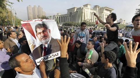 អេហ្ស៊ីបលើកពេលសវនការកាត់ក្តីអតីតប្រធានាធិបតី Morsi ទៅដើមឆ្នាំ២០១៤ - ảnh 1