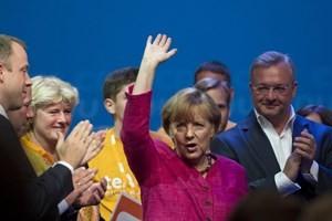 អធិការបតីអាល្លឺម៉ងលោកស្រី Merkel ព្រមព្រៀងបង្កើតរដ្ឋាភិបាលចម្រុះជាមួយSPD - ảnh 1
