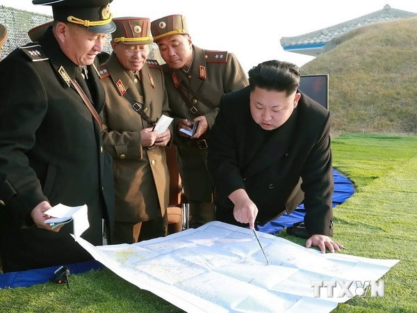 ថ្នាក់ដឹកនាំ Kim Jong Un បញ្ជាណែនាំធ្វើសមយុទ្ធធំ - ảnh 1