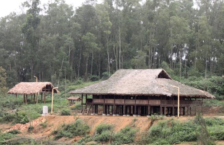 ផ្ទះផុតពីដីរបស់ជនរួមជាតិ Tay នៅខេត្ត Ha Giang - ảnh 1