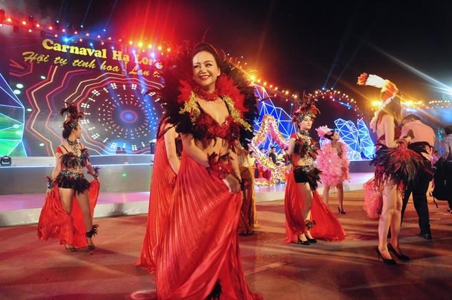 សម្រស់ឆើតឆាយក្នុងពិធីបុណ្យ Carnaval Ha Long ២០១៥ - ảnh 1