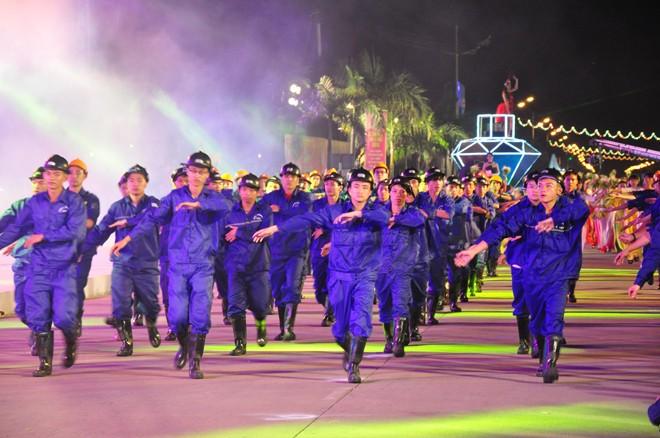 សម្រស់ឆើតឆាយក្នុងពិធីបុណ្យ Carnaval Ha Long ២០១៥ - ảnh 2