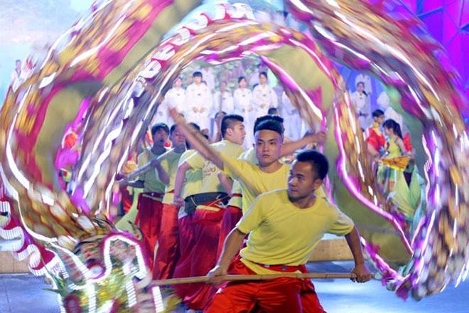 សម្រស់ឆើតឆាយក្នុងពិធីបុណ្យ Carnaval Ha Long ២០១៥ - ảnh 3