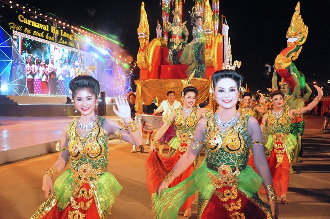 សម្រស់ឆើតឆាយក្នុងពិធីបុណ្យ Carnaval Ha Long ២០១៥ - ảnh 4