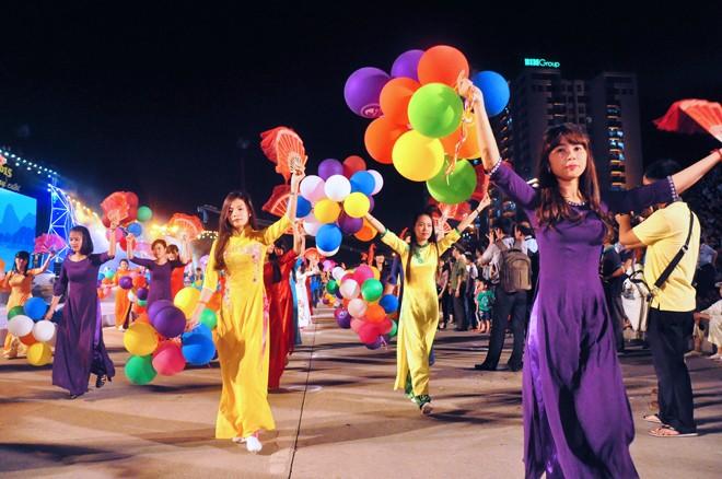 សម្រស់ឆើតឆាយក្នុងពិធីបុណ្យ Carnaval Ha Long ២០១៥ - ảnh 8