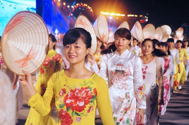 សម្រស់ឆើតឆាយក្នុងពិធីបុណ្យ Carnaval Ha Long ២០១៥ - ảnh 9