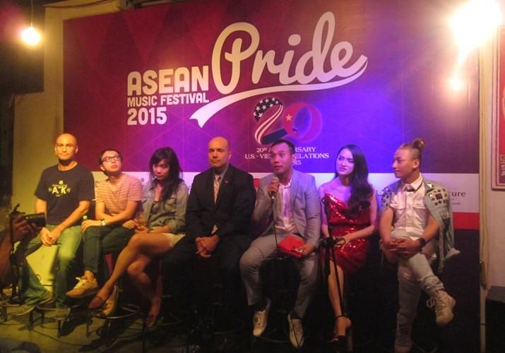 មហោស្រពដូរតន្ត្រី ASEAN Pride ២០១៥ក្រោមប្រធានបទលើកដម្កើង គ្រួសារ - ảnh 1