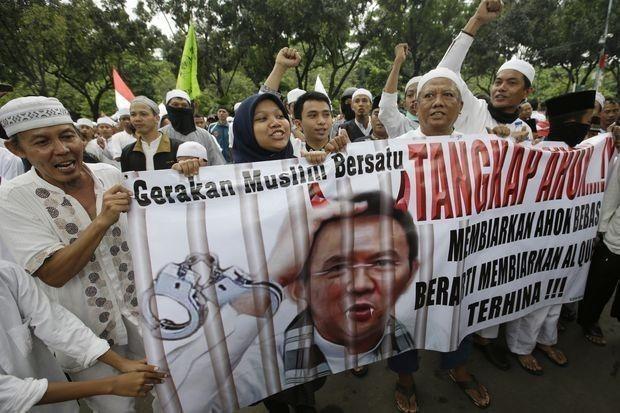 ការធ្វើបាតុកម្មក្លាយទៅជាការប៉ះទង្គិចនៅរដ្ឋធានី Jakarta ឥណ្ឌូណេស៊ី - ảnh 1