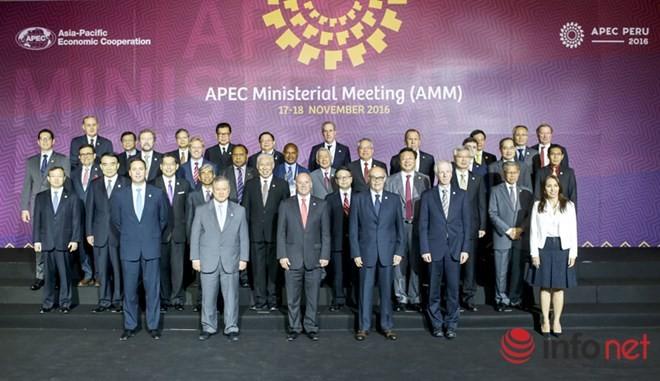 APEC ២០១៦៖ បណ្ដារដ្ឋមន្ត្រីការបរទេសនិងសេដ្ឋកិច្ចអះអាងនូវការប្តេជ្ញាចិត្តបង្កើនការតភ្ជាប់តំបន់ - ảnh 1