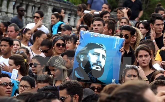 ពិភពលោកស្ងើចសរសើរអគ្គមគ្គទេសក៍គុយបា Fidel Castro  - ảnh 1
