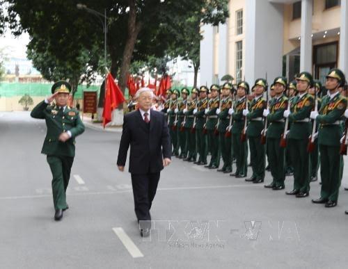 អគ្គលេខាបក្ស លោក Nguyen Phu Trong ទៅជូនពរបុណ្យតេតនៅបញ្ជាការដ្ឋានកងទ័ពការពារព្រំដែន - ảnh 1