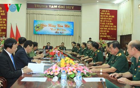 ប្រធានរដ្ឋលោក Tran Dai Quang អញ្ជើញទៅសាកសួរសុខទុក្ខនិងជូនពរបុណ្យតេតកម្លាំងប្រដាប់អាវុធយោធភូមិភាគទី៩ - ảnh 1