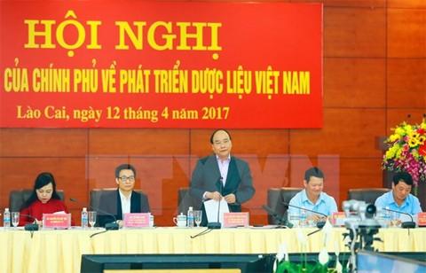 នាយករដ្ឋមន្ត្រីលោក Nguyen Xuan Phuc អញ្ជើញជាអធិបតីសន្និសីទស្តីពីការអភិវឌ្ឍន៍រុក្ខជាតិឱសថវៀតណាម - ảnh 1