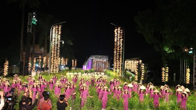 "Festival មុខរបរប្រពៃណី Hue 2017៖ ចំណាប់អារម្មណ៍"" វិចិត្រសិល្បះ Hue និងអាវផាយ"" - ảnh 1"