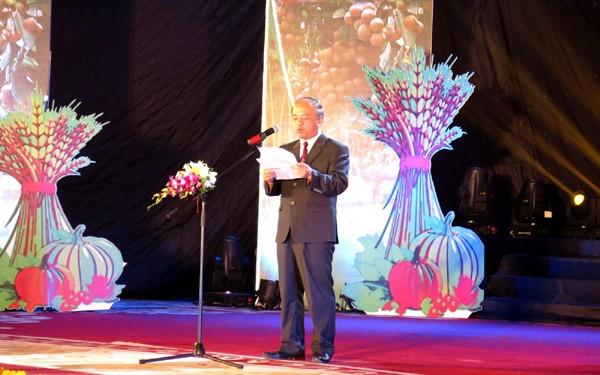 Tôn vinh và trao danh hiệu 63 nông dân xuất sắc năm 2014 - ảnh 1