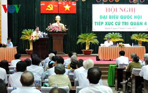 Chủ tịch nước Trương Tấn Sang tiếp xúc cử tri thành phố Hồ Chí Minh - ảnh 1