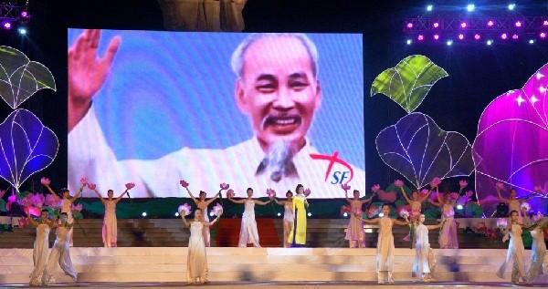 Chủ tịch Quốc hội Nguyễn Sinh Hùng dự khai mạc Lễ hội làng Sen 2015 - ảnh 1