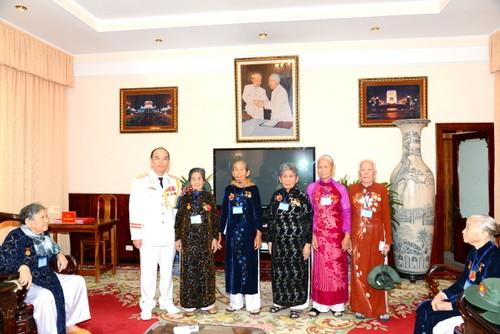 Phó Thủ tướng Nguyễn Xuân Phúc tiếp đoàn đại biểu các mẹ Việt Nam anh hùng tỉnh Tiền Giang - ảnh 1