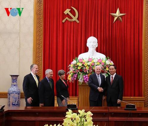 Bộ trưởng Trần Đại Quang tiếp Ðoàn Ủy ban Quân vụ Thượng viện Hoa Kỳ  - ảnh 1