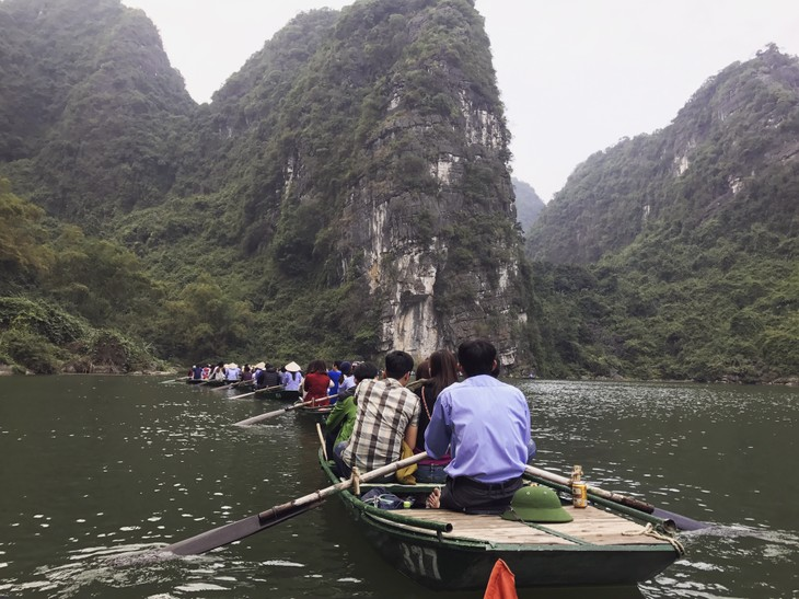 A journey to Bai Dinh Complex and Trang An Ecological Tourism Site - ảnh 8