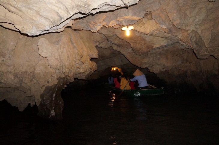 A journey to Bai Dinh Complex and Trang An Ecological Tourism Site - ảnh 9