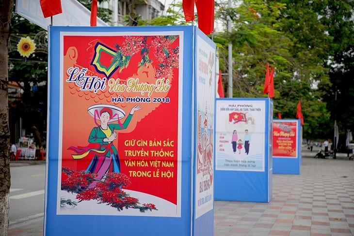 Red Flamboyant Flower Festival 2018 underway in Hai Phong - ảnh 2