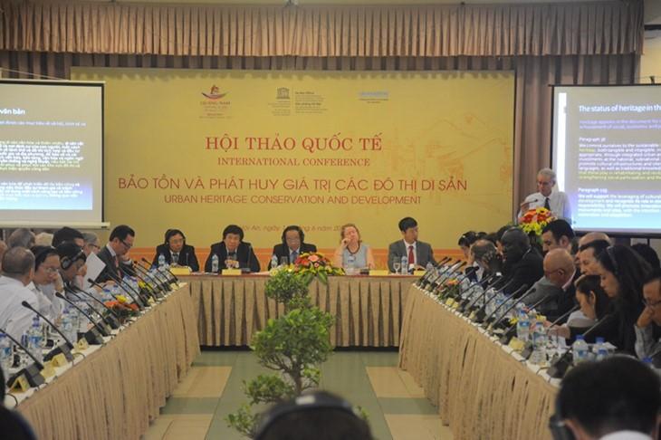 Вьетнам активно сохраняет и развивает ценности городов наследия - ảnh 1