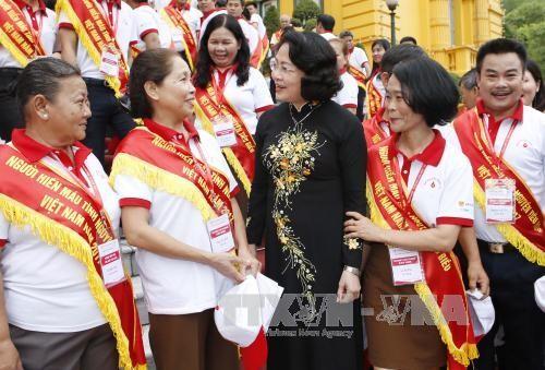 Данг Тхи Нгок Тхинь приняла лучших в 2017 году вьетнамских доноров крови  - ảnh 1