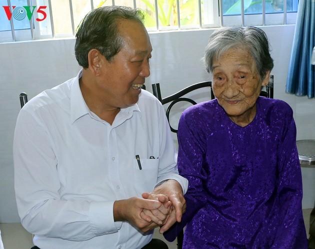 Вице-премьер Чыонг Хоа Бинь совершил рабочую поездку в провинцию Шокчанг - ảnh 1